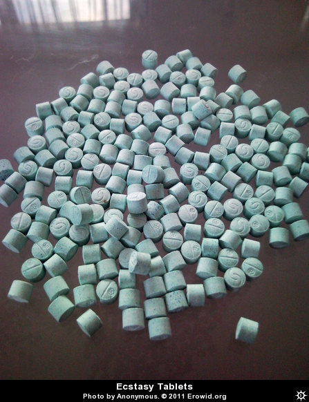 https://www.erowid.org/chemicals/mdma/images/archive/ecstasy_tablet__i2009e0830_disp.jpg